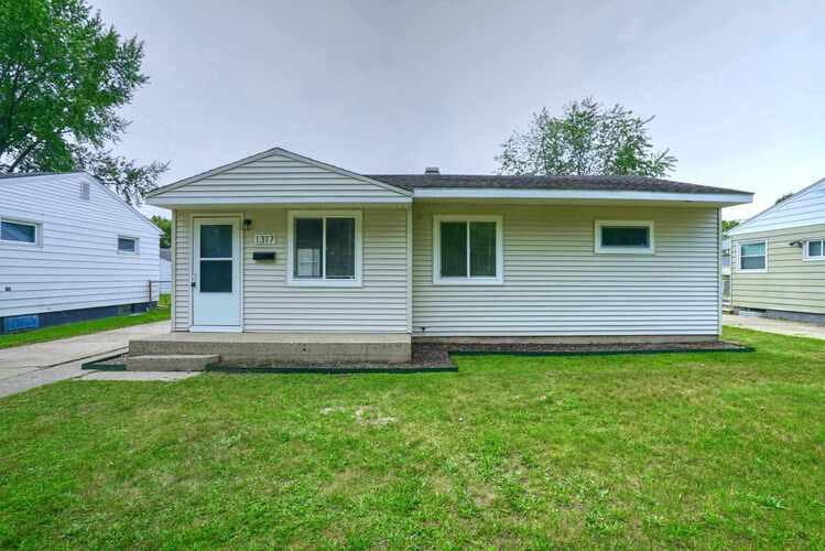 1317  Pyle Avenue South Bend, IN 46615-3560   MLS 202133615