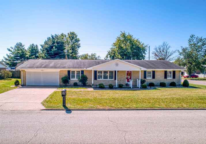 208  Lawrence Drive Mount Vernon, IN 47620 | MLS 202137607