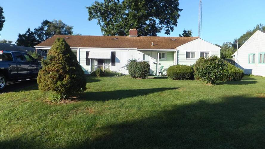 1704  Greenwood Drive South Bend, IN 46614 | MLS 202138201