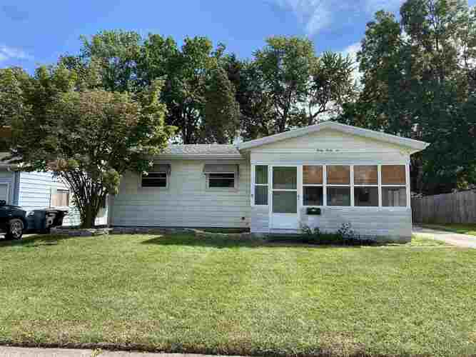 4046  Manor Drive South Bend, IN 46614-2824 | MLS 202138804