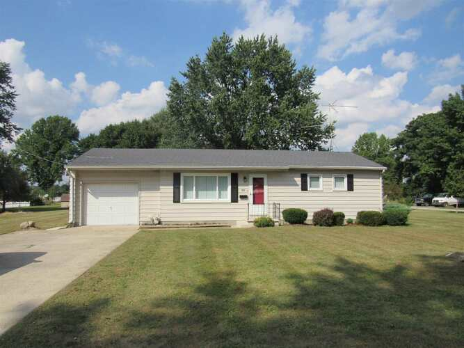 105 E 3rd Street South Whitley, IN 46787 | MLS 202139608