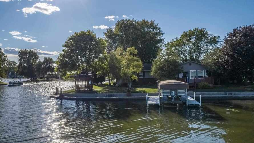 2602  Wolfe Point Drive Rochester, IN 46975-9763   MLS 202139934