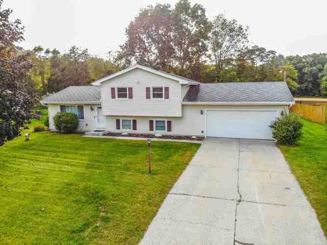 54605  Country Manor Place Elkhart, IN 46514-9372 | MLS 202141366