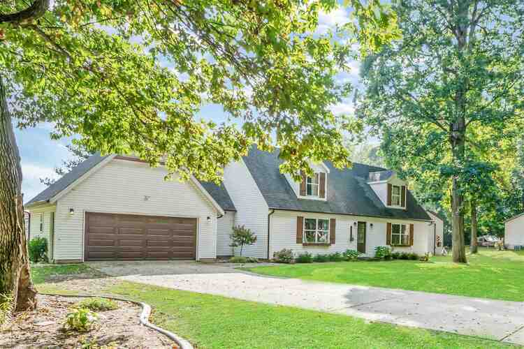 4687 E Woodland Acres Drive Syracuse, IN 46567 | MLS 202142046