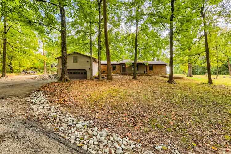 2748 E Brentwood Drive Princeton, IN 47670 | MLS 202142614