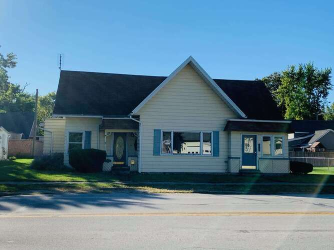 303 S Main Street South Whitley, IN 46787 | MLS 202143308