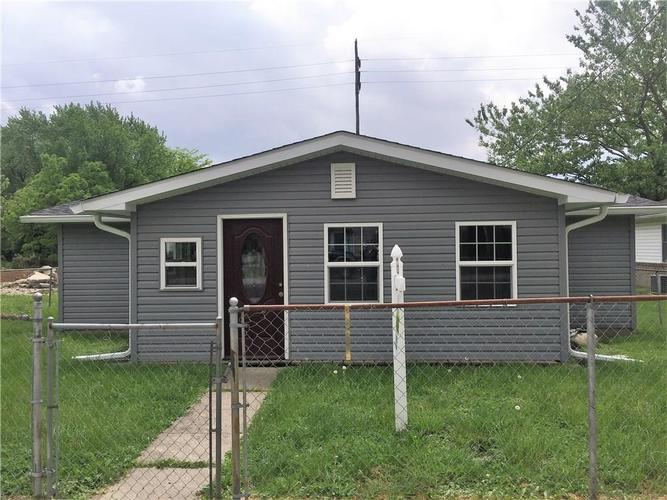 105 W Washington Street Roachdale, IN 46172 | MLS 21568053 | photo 1