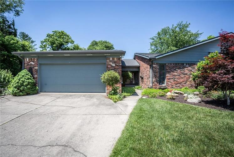 8404 Swans Way Indianapolis, IN 46260 Photo 1
