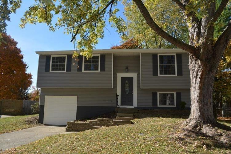 1030 Ridgepointe Drive Indianapolis IN 46234 | MLS 21571316 | photo 1