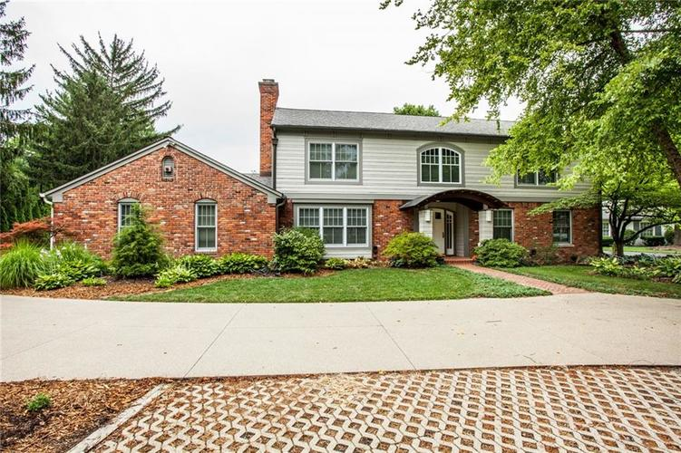 8162 Round Hill Court Indianapolis, IN 46260 | MLS 21583828 | photo 2