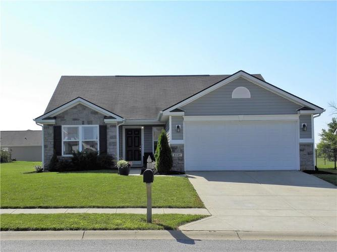 6137 Green Glade Drive Whitestown IN 46075 | MLS 21585171 | photo 1