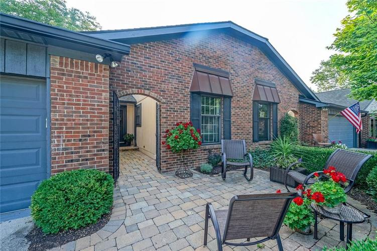 8527 Quail Hollow Road Indianapolis IN 46260 | MLS 21590762 | photo 1