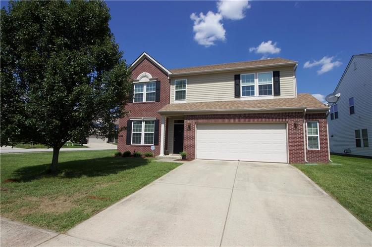 5862  Columbia Circle Greenwood, IN 46142 | MLS 21591364