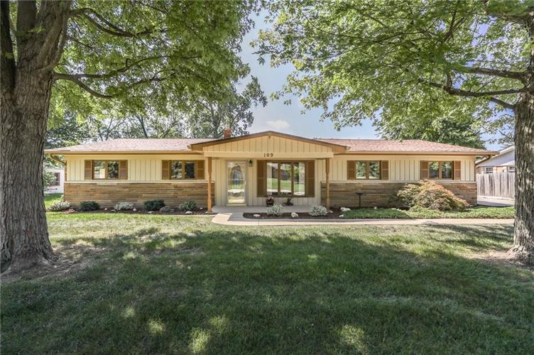 109 E Hill Valley Drive Indianapolis IN 46227   MLS 21592466   photo 1