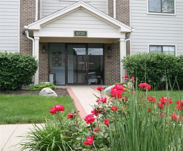 8720 Yardley Court #104 Indianapolis, IN 46268   MLS 21595014   photo 1