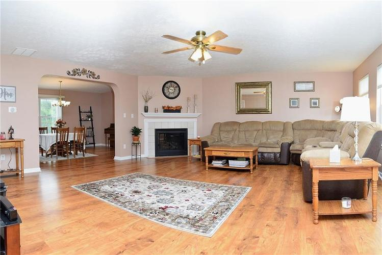 1601 CONNEMARA Road Indianapolis, IN 46217 | MLS 21597139 | photo 2