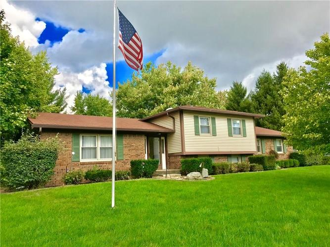 104  Lake View Drive Greenfield, IN 46140 | MLS 21599099