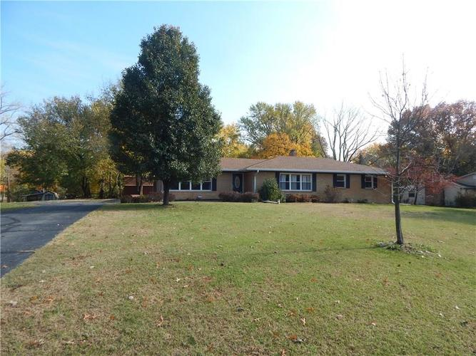 11145 Echo Crest Drive E Indianapolis IN 46280 | MLS 21603015 | photo 1