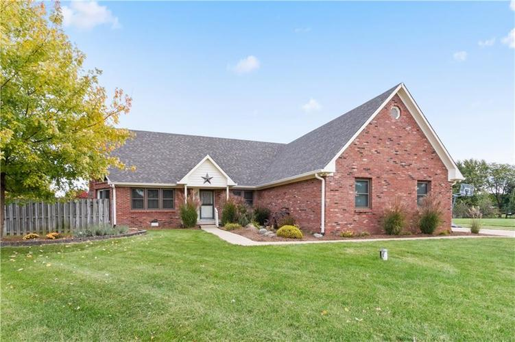 5950 W Countryside Court New Palestine, IN 46163 | MLS 21604565