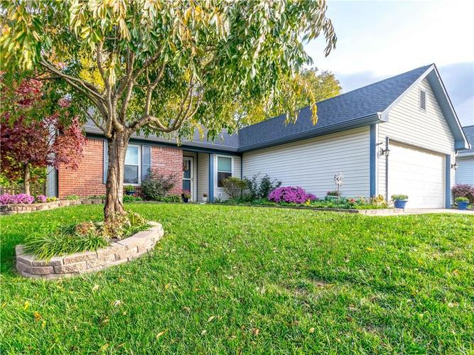 10124  Park Royale Drive Indianapolis, IN 46229 | MLS 21604722