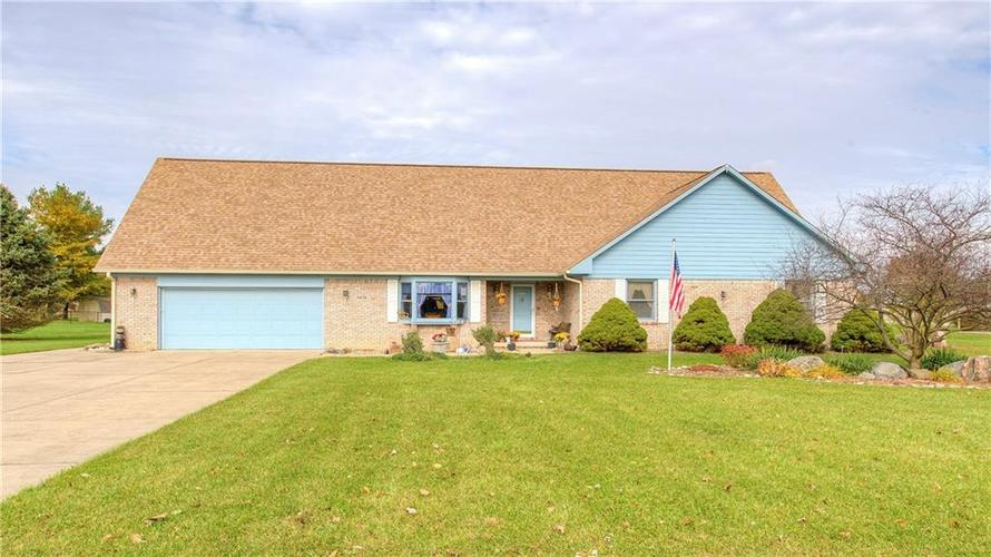 6034 W ELAND Drive New Palestine, IN 46163 | MLS 21605881