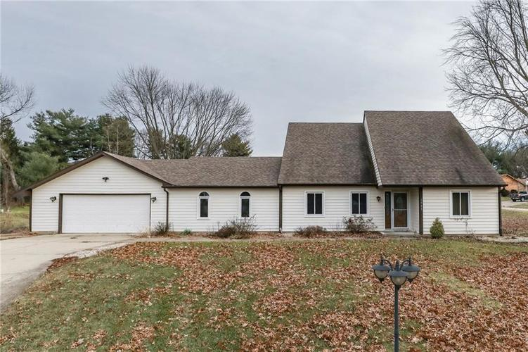 1985  SKYLINE Drive Greenwood, IN 46143 | MLS 21611049
