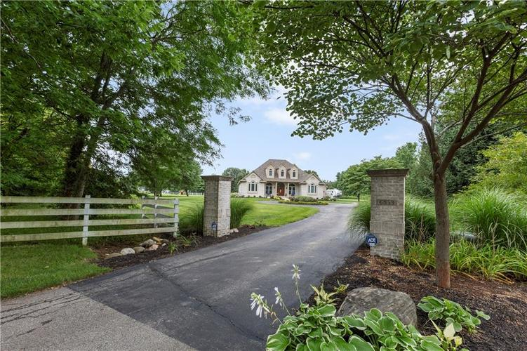 6833  Old Hunt Club Road Zionsville, IN 46077 | MLS 21611411