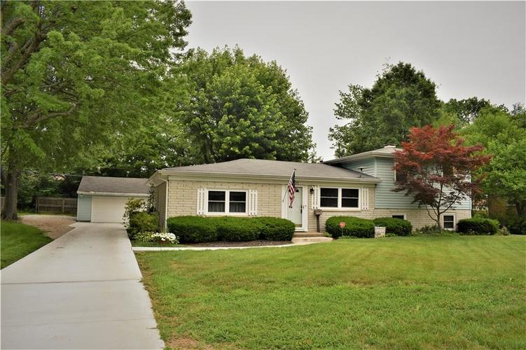 701 E Fairview Drive Greenwood, IN 46142 | MLS 21613513