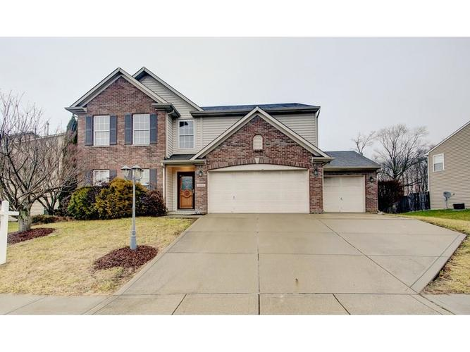 8204  Long Walk Court Noblesville, IN 46060 | MLS 21613765