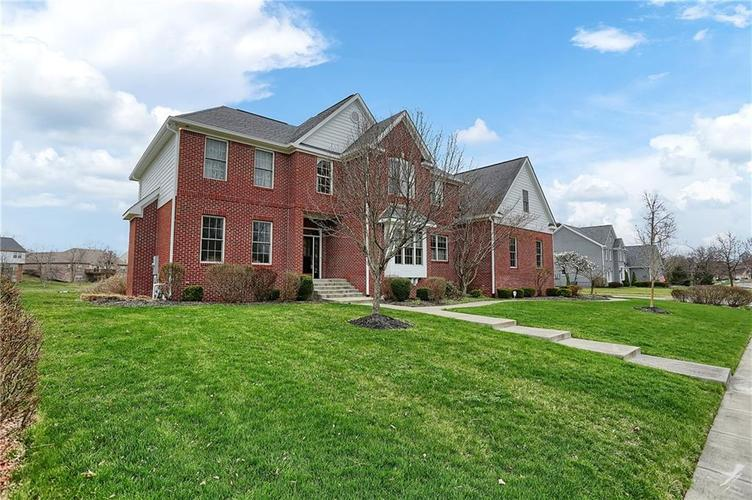 10387 Water Crest Drive Fishers, IN 46038 | MLS 21613880 | photo 3