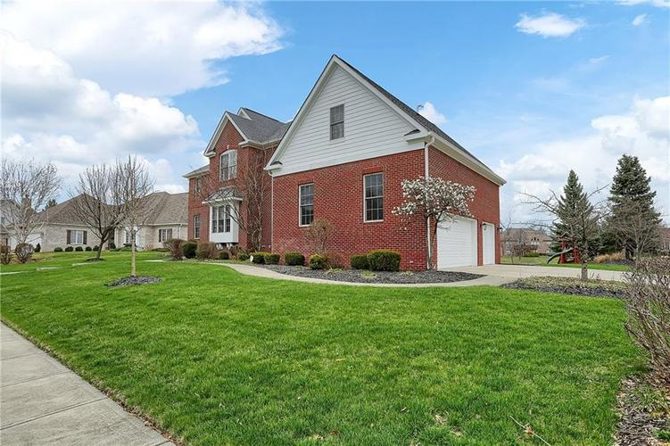 10387 Water Crest Drive Fishers, IN 46038 | MLS 21613880 | photo 4