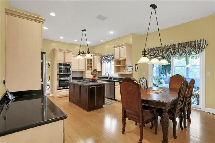 10387 Water Crest Drive Fishers, IN 46038 | MLS 21613880 | photo 8