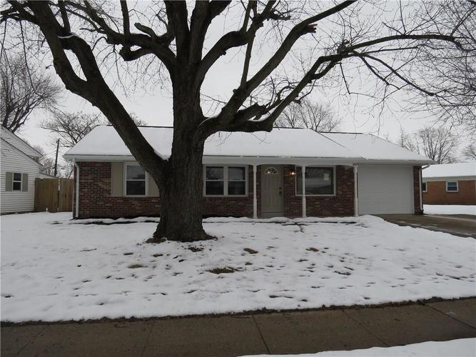 1819 Hiker Trace Columbus, IN 47203 | MLS 21614887 | photo 1