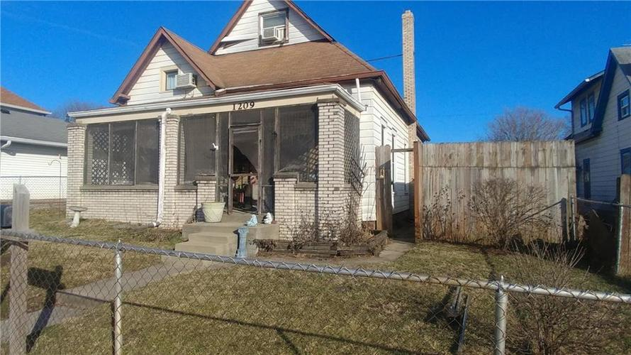 1209 S State Avenue Indianapolis, IN 46203 | MLS 21616246