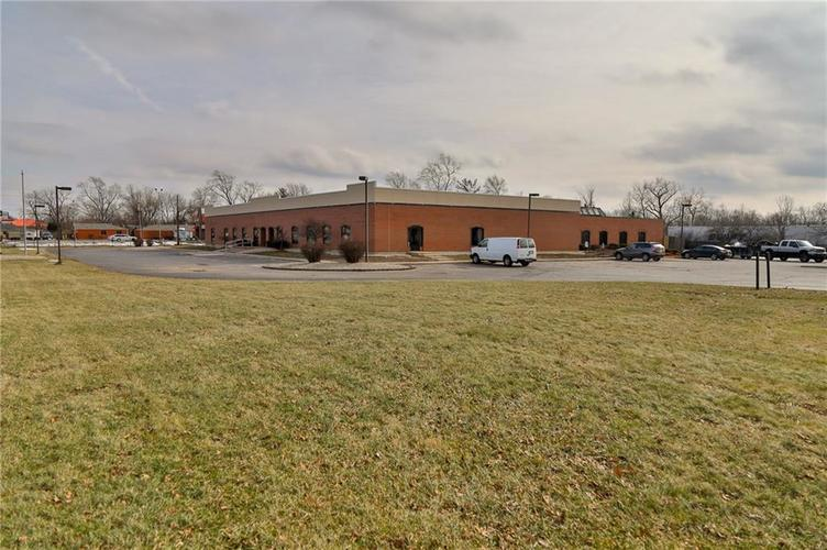 7545 Rockville Road Indianapolis, IN 46214 | MLS 21616397 | photo 2