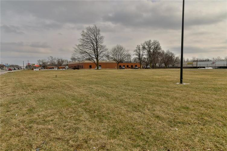 7545 Rockville Road Indianapolis, IN 46214 | MLS 21616397 | photo 8