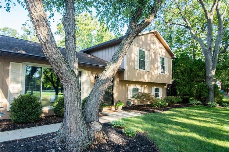 8402  Scarsdale Drive Indianapolis, IN 46256 | MLS 21617144