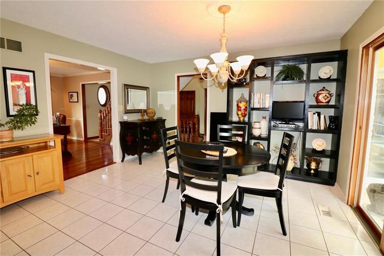 8181 Hunters Cove Court Indianapolis, IN 46236 | MLS 21618529 | photo 10