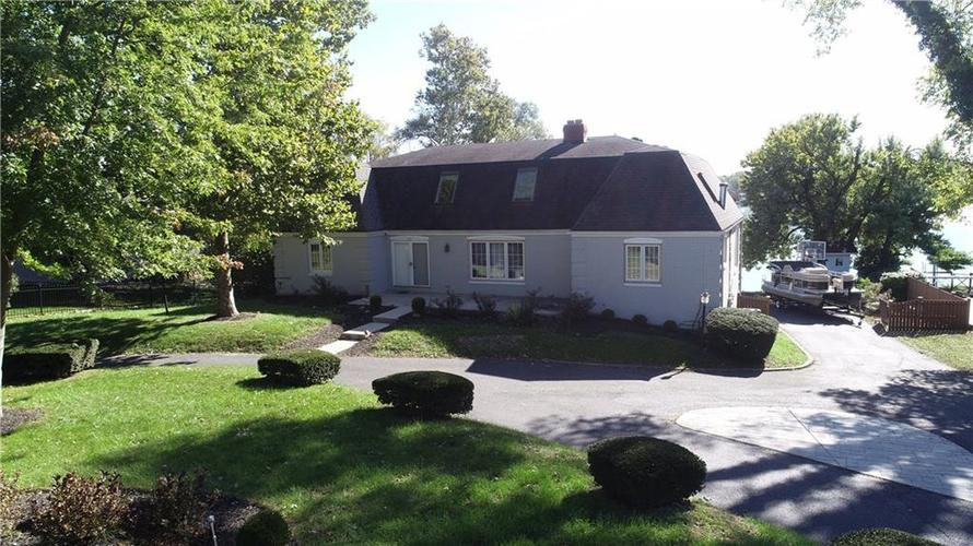 5475  SHOREWOOD Drive Indianapolis, IN 46220 | MLS 21618703