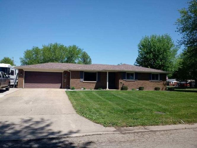 7419 Plantation Drive Anderson, IN 46013 | MLS 21619976 | photo 2