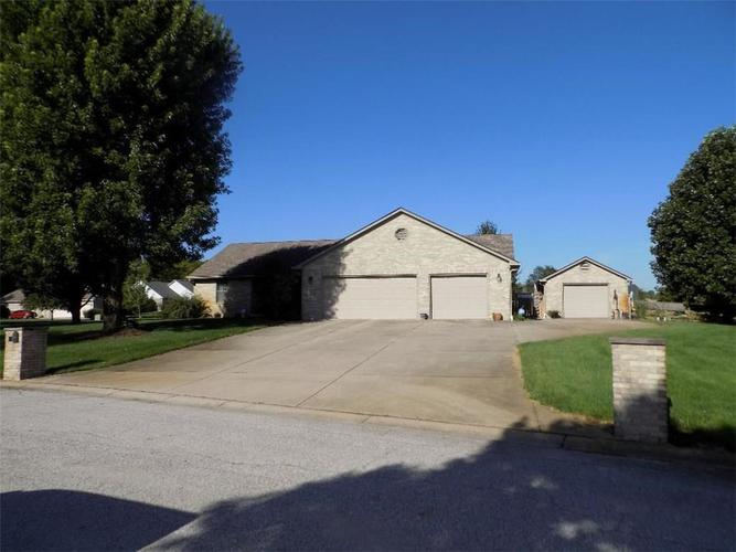 5802  Cross Meadows Drive Clayton, IN 46118 | MLS 21622575