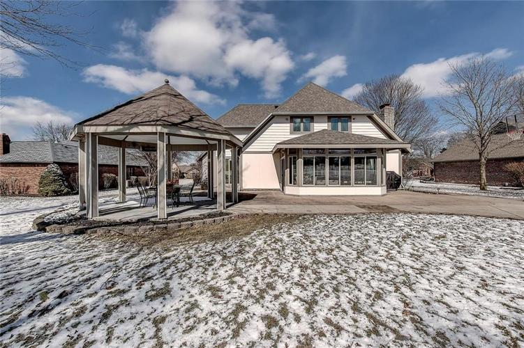 3085 Golfview Drive Greenwood, IN 46143 | MLS 21623445 | photo 2