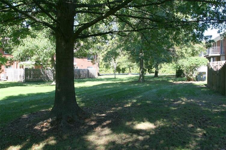 6508A Park Central Way #A Indianapolis, IN 46260 | MLS 21623899 | photo 2