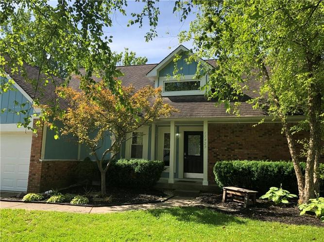 11929  FAIRWAY CIRCLE SOUTH Drive Indianapolis, IN 46236 | MLS 21626628