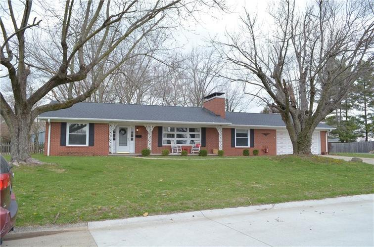 3622 Hunter Place Columbus, IN 47203 | MLS 21627190 | photo 1