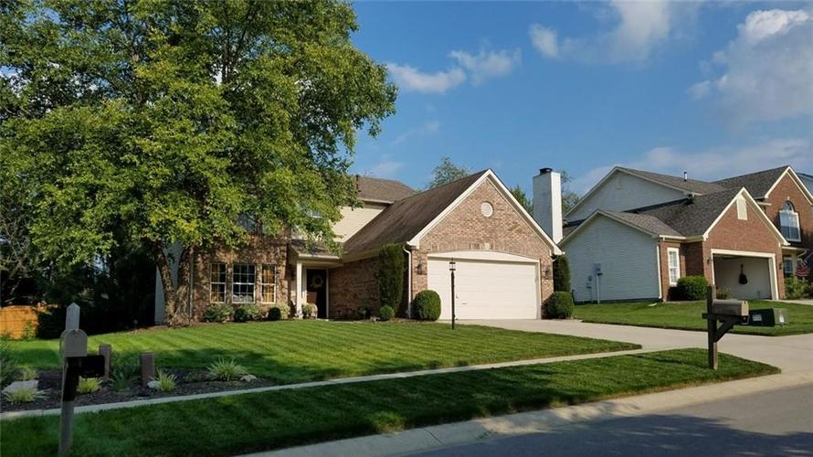 1475  Derbyshire Drive Greenwood, IN 46143 | MLS 21627329