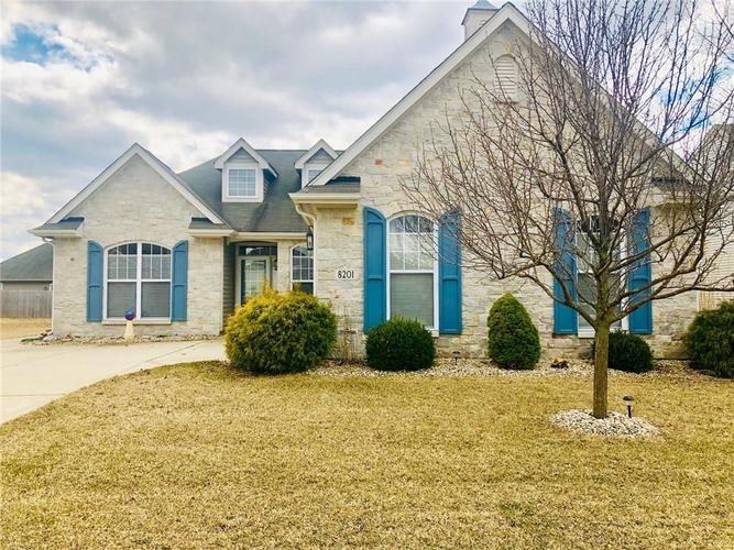 8201  Crumwell Drive Avon, IN 46123 | MLS 21627553