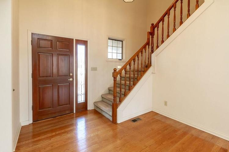 10465 Tremont Lane Fishers, IN 46037 | MLS 21628120 | photo 2