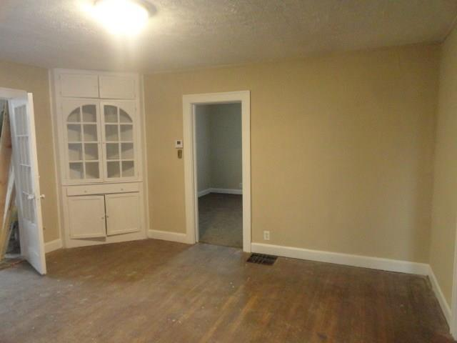 8202 E 10th Street Indianapolis, IN 46219 | MLS 21628715 | photo 4