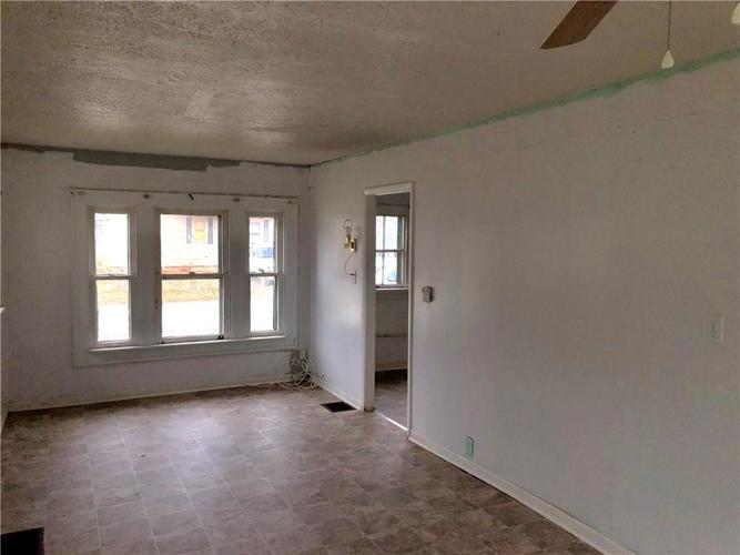 1653 N Somerset Avenue Indianapolis, IN 46222 | MLS 21628934 | photo 6